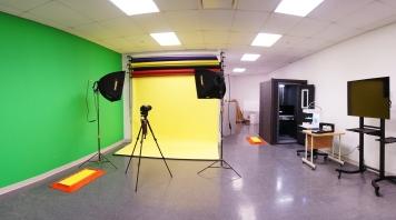 B2023 - Large Studio